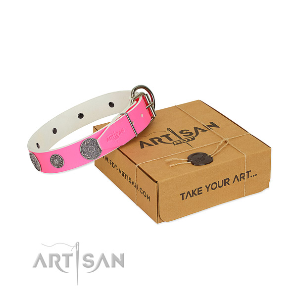 Adjustable dog collar of genuine leather