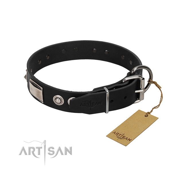Convenient collar of full grain leather for your pet