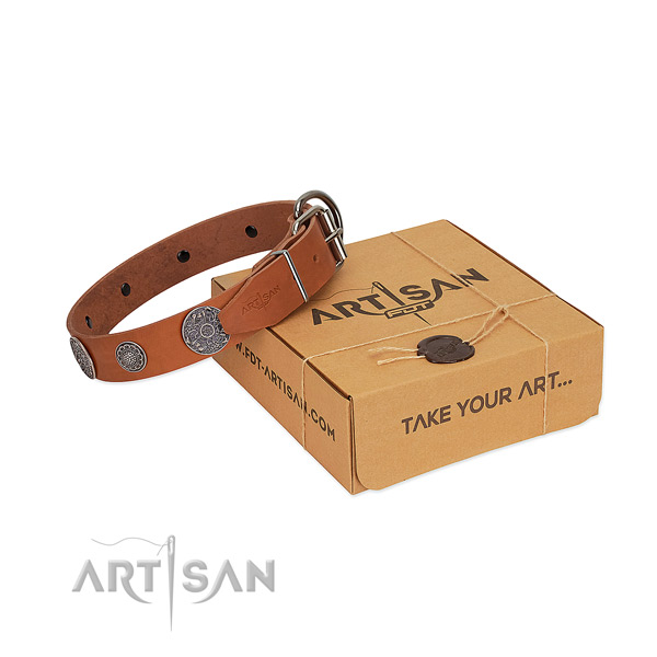Easy wearing dog collar of full grain natural leather