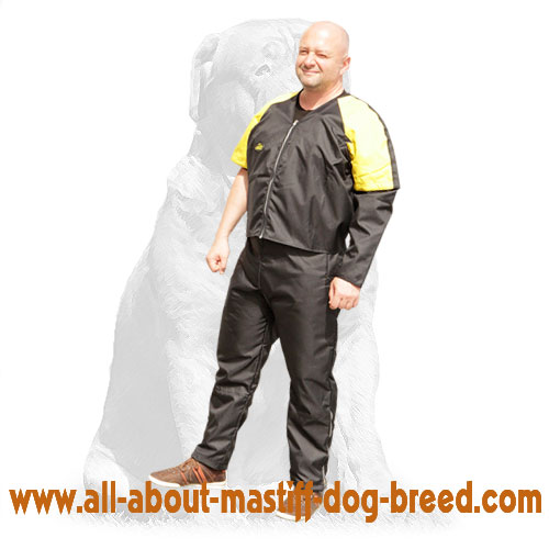 Non-restrictive nylon protection scratch jacket